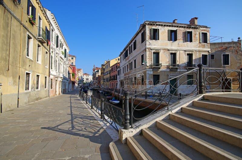 Endroits et canaux inconnus à Venise images libres de droits