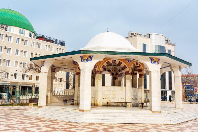 Endroits pour l'ablution rituelle dans la mosquée grande Yusuf Bei Cami à Makhatchkala République Dagestan Russie photographie stock libre de droits