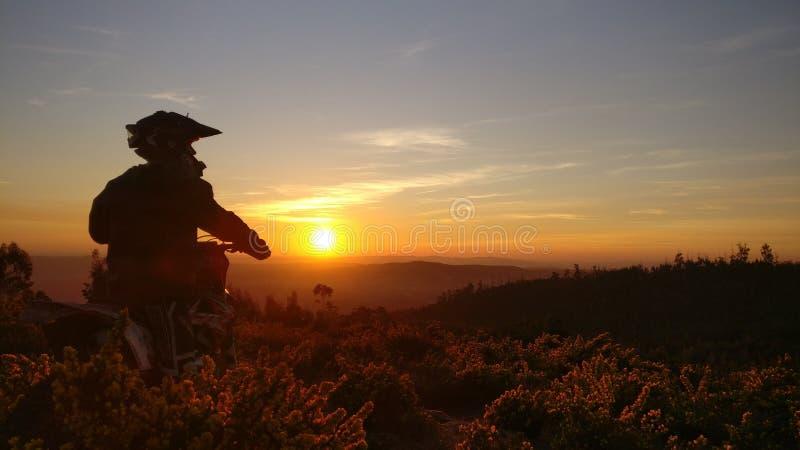 Enduro dagsolnedgång royaltyfri foto