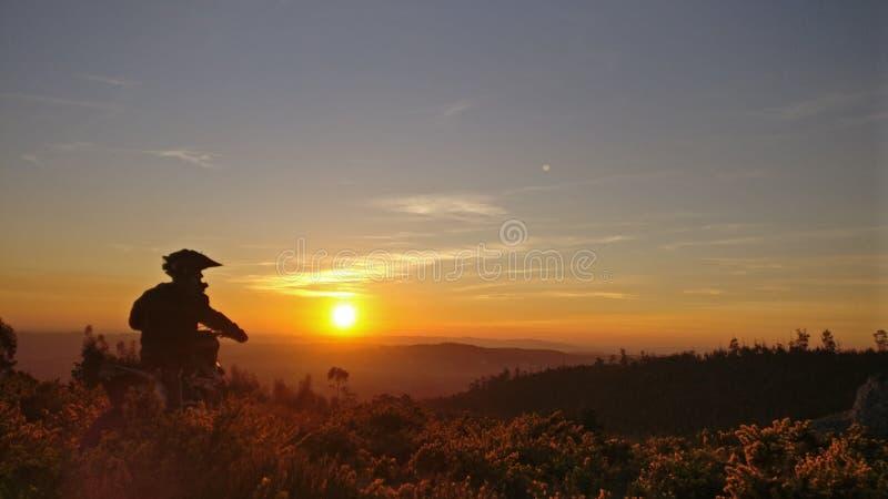 Enduro dagsolnedgång fotografering för bildbyråer