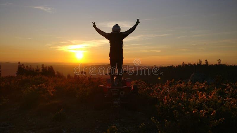 Enduro dagsolnedgång royaltyfria bilder