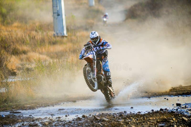 Enduro roading在五天种族俄国集会2014年 免版税库存照片