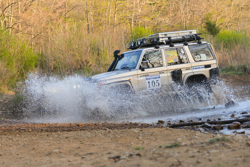 Enduro roading在五天种族俄国集会2014年 免版税库存图片