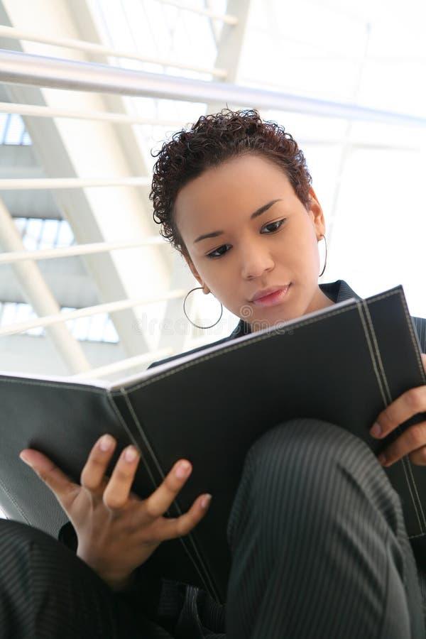 Enegreça a mulher de negócio fotos de stock royalty free