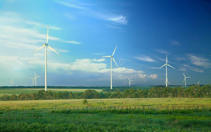 Energía alternativa, turbinas de viento fotos de archivo libres de regalías