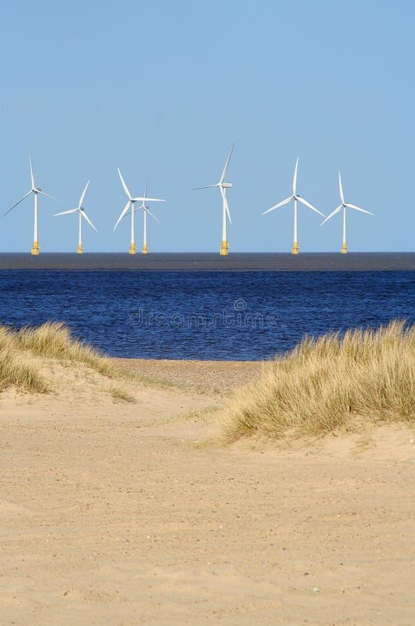 Energía eólica costa afuera imagen de archivo