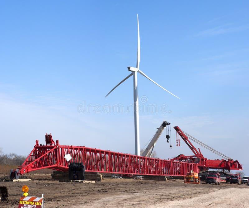 Energía eólica de emplazamiento de la obra de la turbina del molino de viento foto de archivo