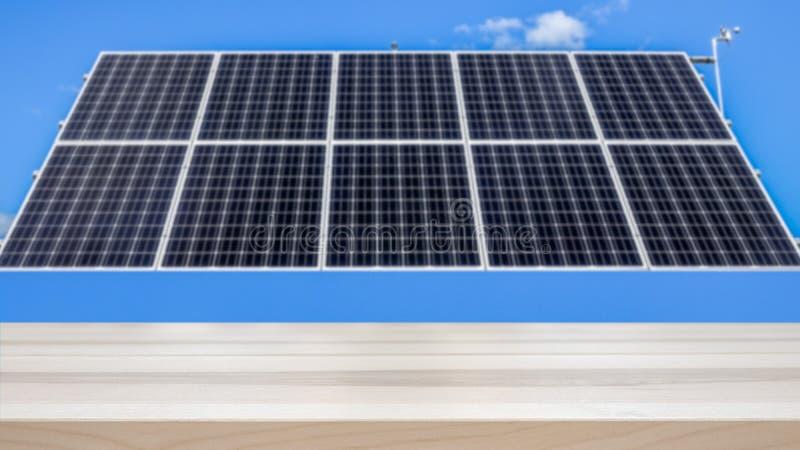 Energía renovable/concepto de la electricidad El panel solar grande borroso en el fondo imagen de archivo