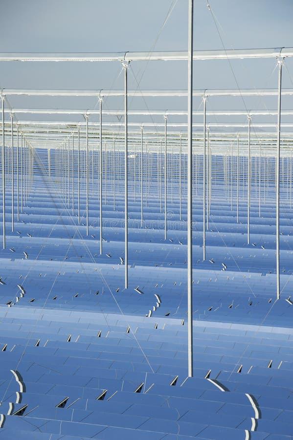 Energía renovable: Solar: La más nueva y más limpia manera de pinchar imagen de archivo