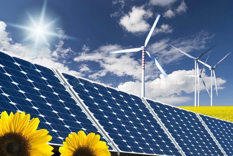Energía renovable y desarrollo sostenible fotos de archivo