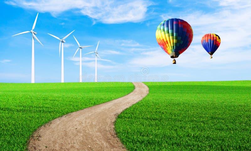 Energ?a renovable con las turbinas de viento Turbina de viento en colina verde Fondo ambiental de la ecolog?a para las presentaci imagenes de archivo