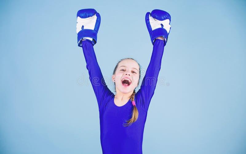 energi full stansa knockout Barndomaktivitet Kondition bantar energih?lsa Sportframg?ng Sportswearmode royaltyfri foto