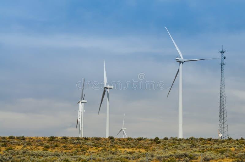Energia alternativa de turbinas de vento foto de stock royalty free