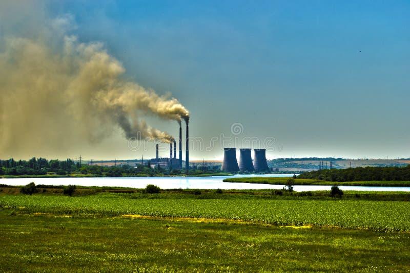 Energia contro inquinamento atmosferico immagini stock libere da diritti