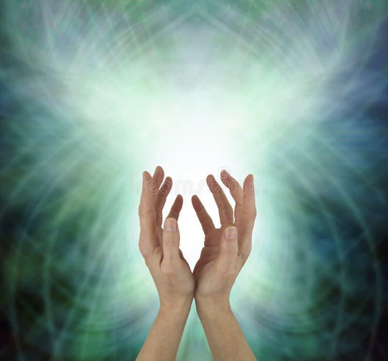 Energia cura de irradiação de Chakra do coração bonito foto de stock