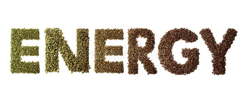 A energia da palavra fez dos feijões de café roasted e verdes isolados no fundo branco imagens de stock