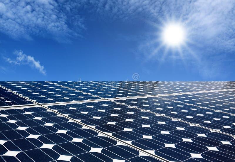 Energia do produto dos painéis solares do sol fotos de stock