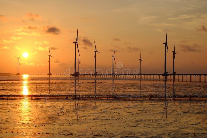 Energia pulita, centrale eolica immagine stock libera da diritti