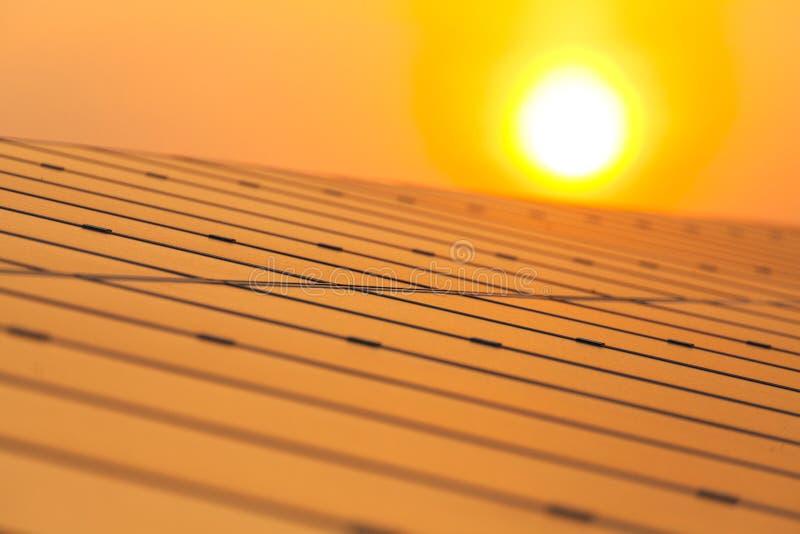 Energia słoneczna dla elektrycznej energii odnawialnej od słońca fotografia stock