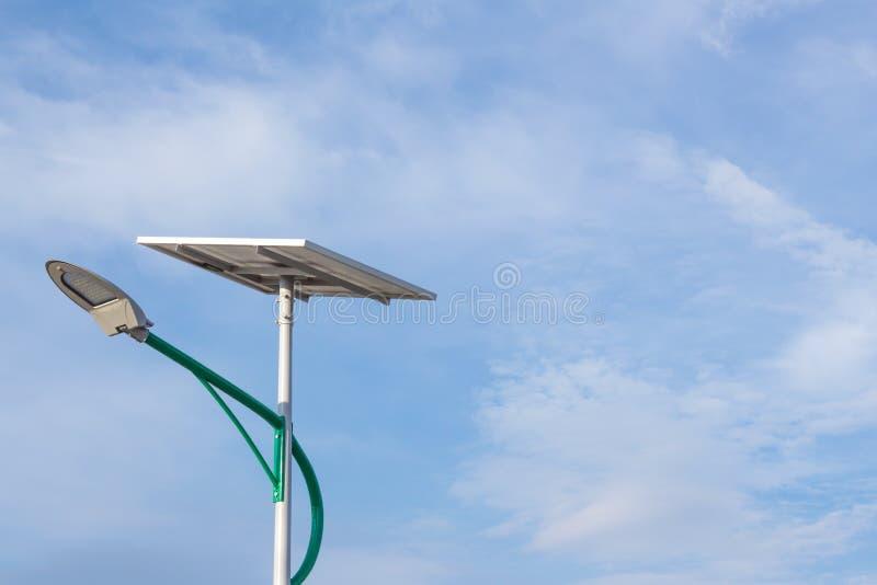 Energia solare e cielo immagine stock