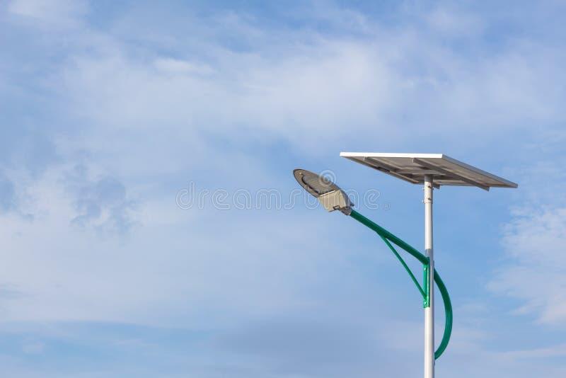 Energia solare e cielo fotografia stock libera da diritti