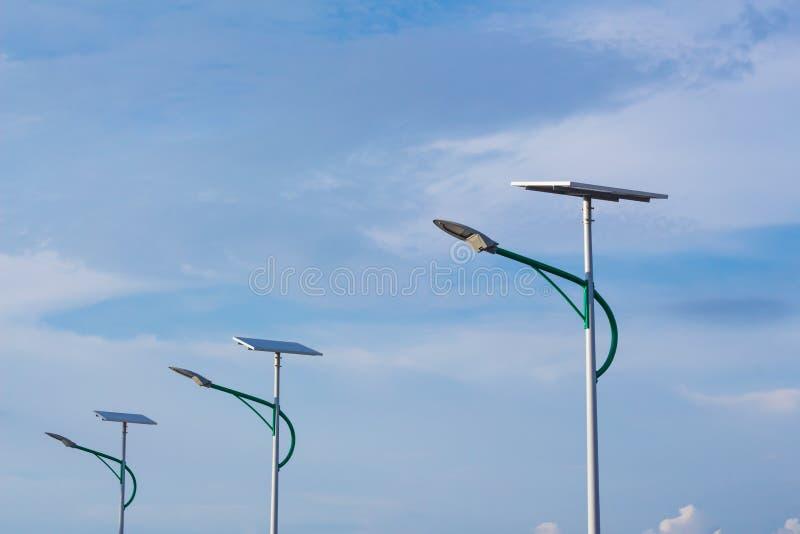 Energia solare e cielo fotografie stock libere da diritti