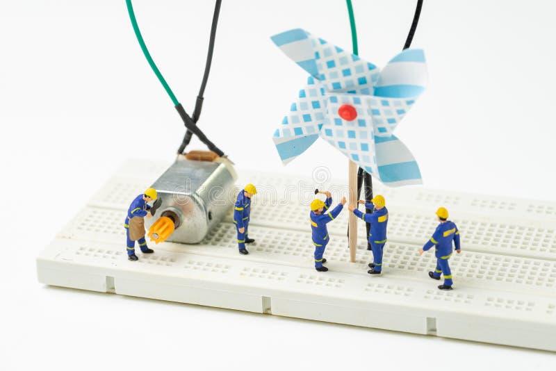 Energia sustentável, conceito limpo alternativo do poder do eco, miniatu foto de stock royalty free