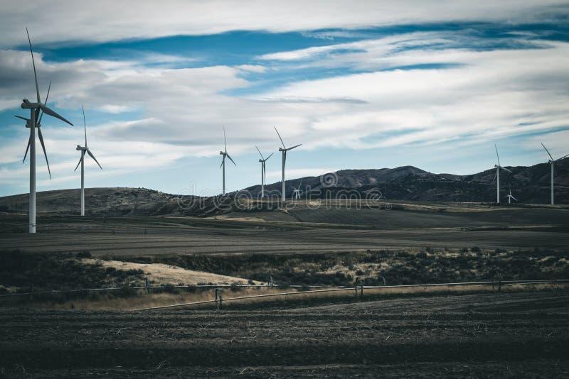 Energia verde das turbinas eólicas fotografia de stock