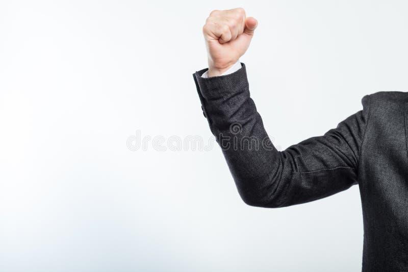 Energie-Ehrgeizerfolg der Geschäftsmann-geballten Faust lizenzfreies stockfoto