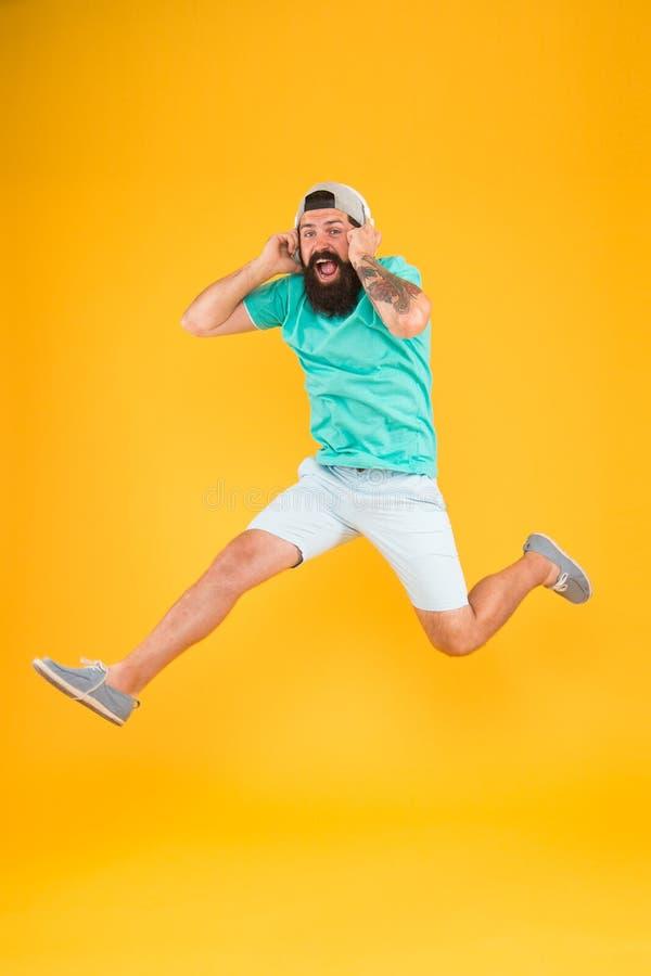 Energie van ritme Hipster dansend het springen hoofdtelefoonsgadget Inspirerend lied Muziekbibliotheek De ventilator van de muzie stock foto's