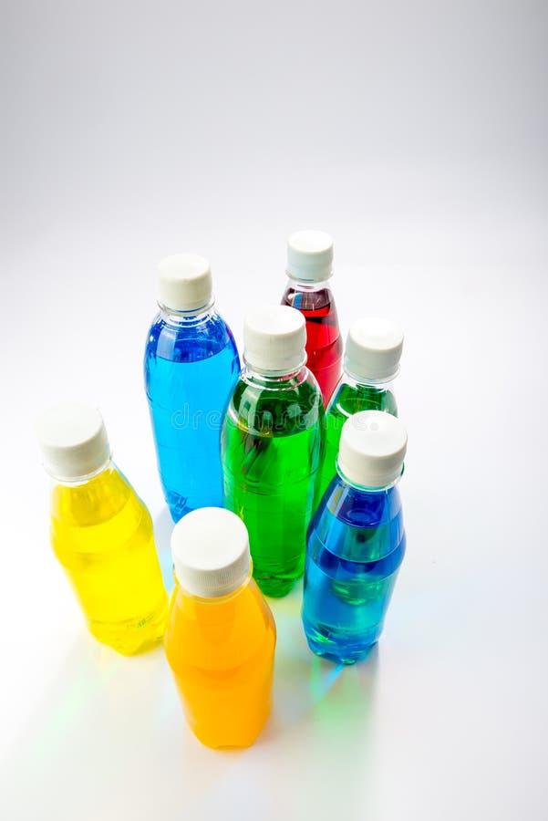 Energiegetränke In Den Bunten Plastikflaschen Stockfoto - Bild von ...
