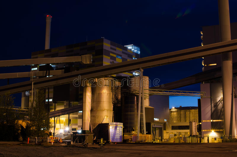 Energieindustrie nachts lizenzfreie stockfotos