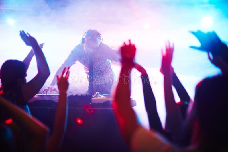 Energieke deejay stock foto