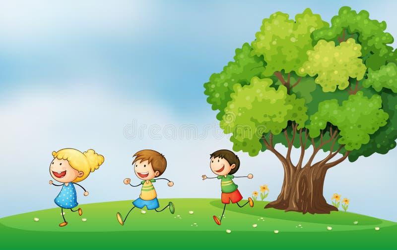 Energieke jonge geitjes die bij heuveltop met grote boom spelen vector illustratie