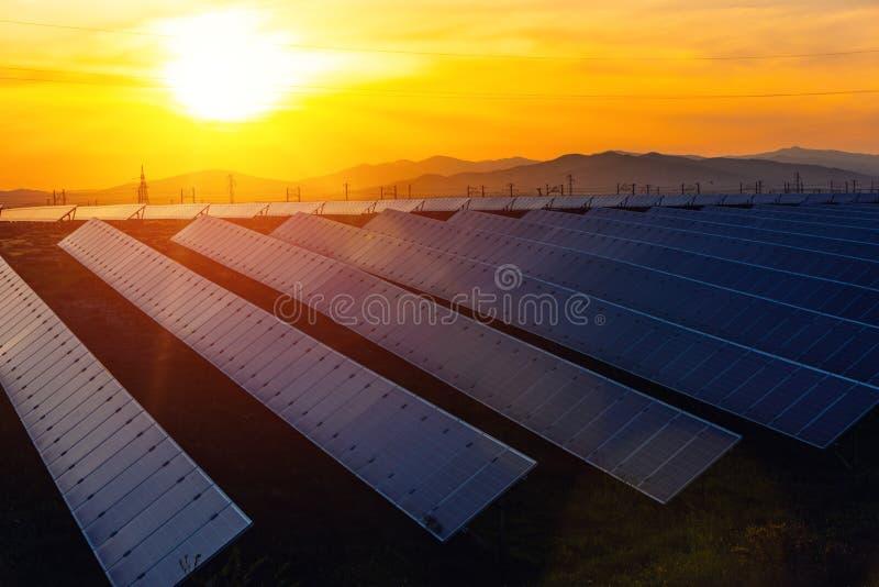 Energii słonecznej stacja, alternatywny elektryczności źródło zdjęcia royalty free