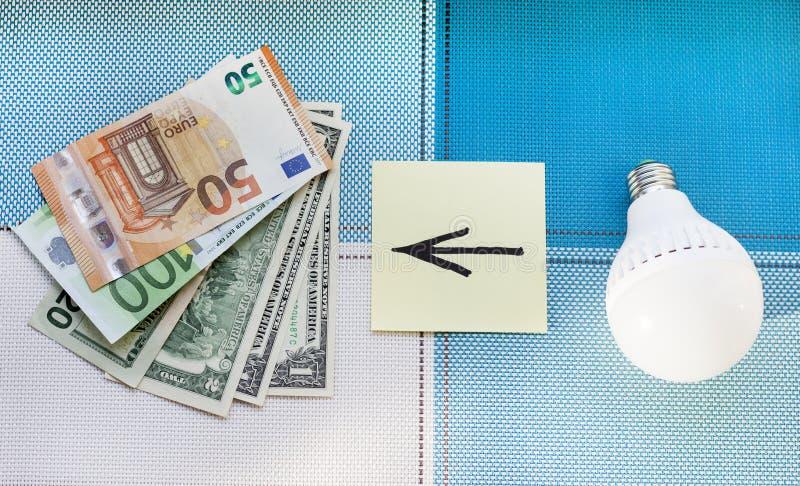 Energooszczędne lampy i pieniądze pojęcie frugality obrazy royalty free