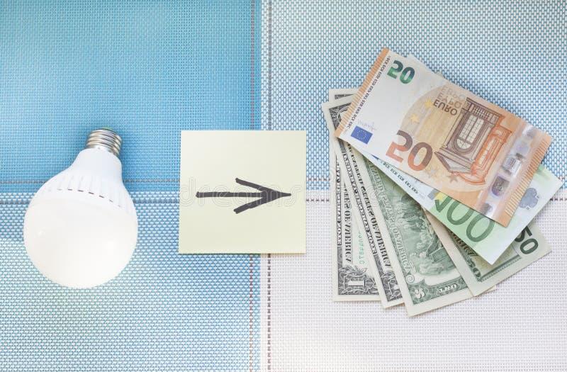 Energooszczędne lampy i pieniądze pojęcie frugality zdjęcie royalty free