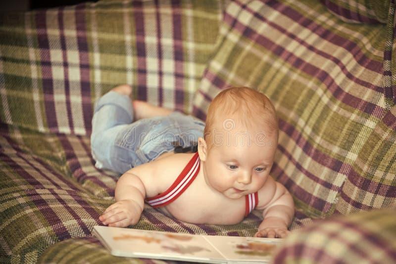 Enfance, innocence de petite enfance La connaissance, éducation, littérature photographie stock libre de droits