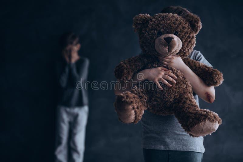 Enfance traumatique et douloureux photos libres de droits