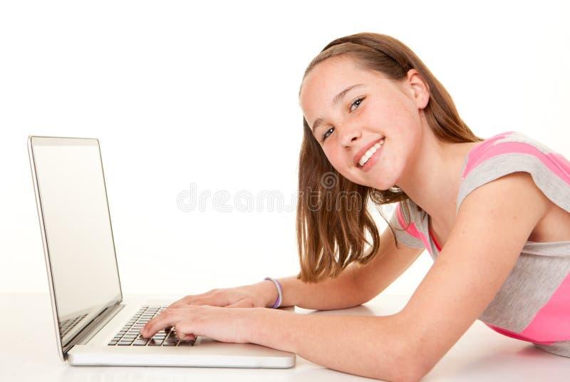 Enfant à l'aide de l'ordinateur portable photo stock