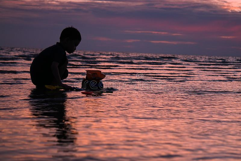 Enfant à la plage photos stock