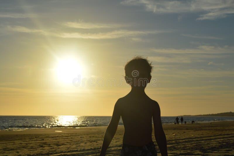 Enfant à la plage photographie stock libre de droits