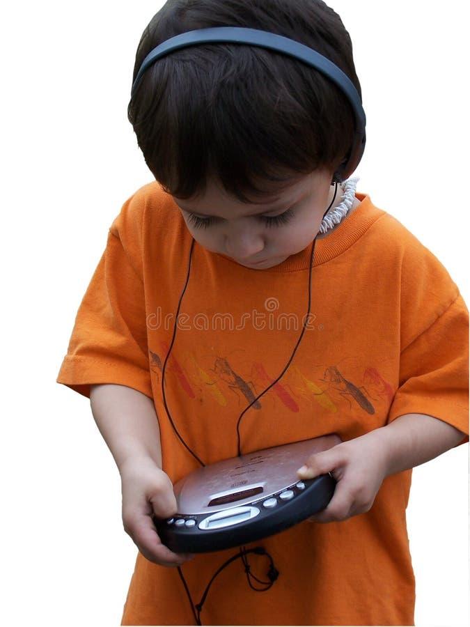 Enfant écoutant la musique image stock