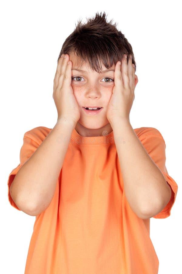 Enfant étonné avec le T-shirt orange image libre de droits