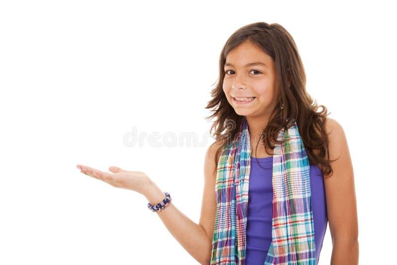 enfant affichant quelque chose jeune photo stock