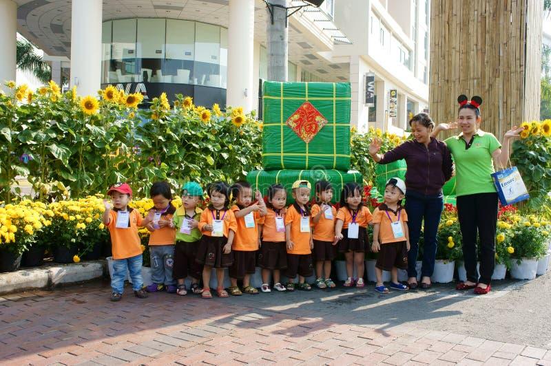 Enfant asiatique, activité en plein air, enfants préscolaires vietnamiens photos libres de droits