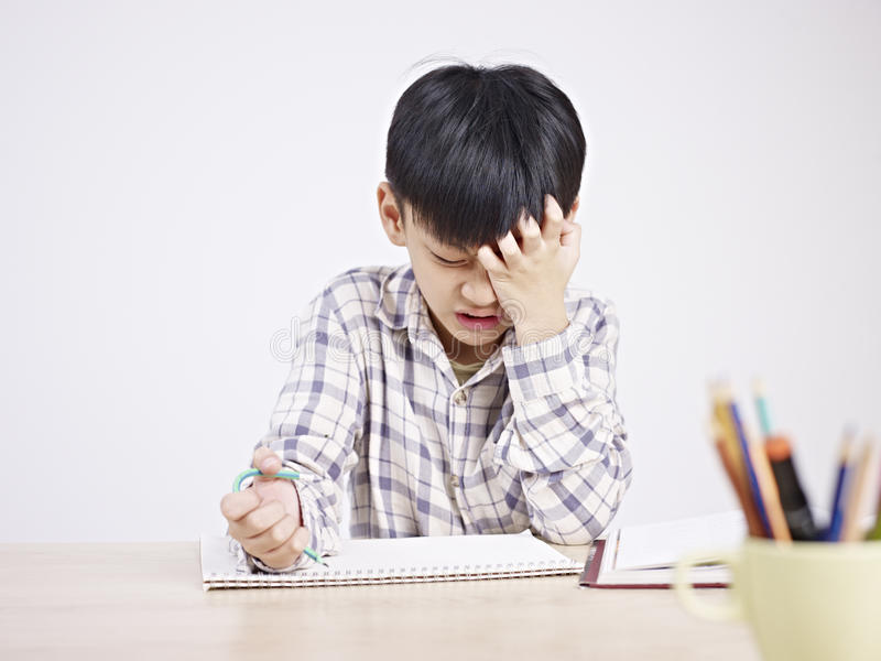 Enfant asiatique frustré photo stock
