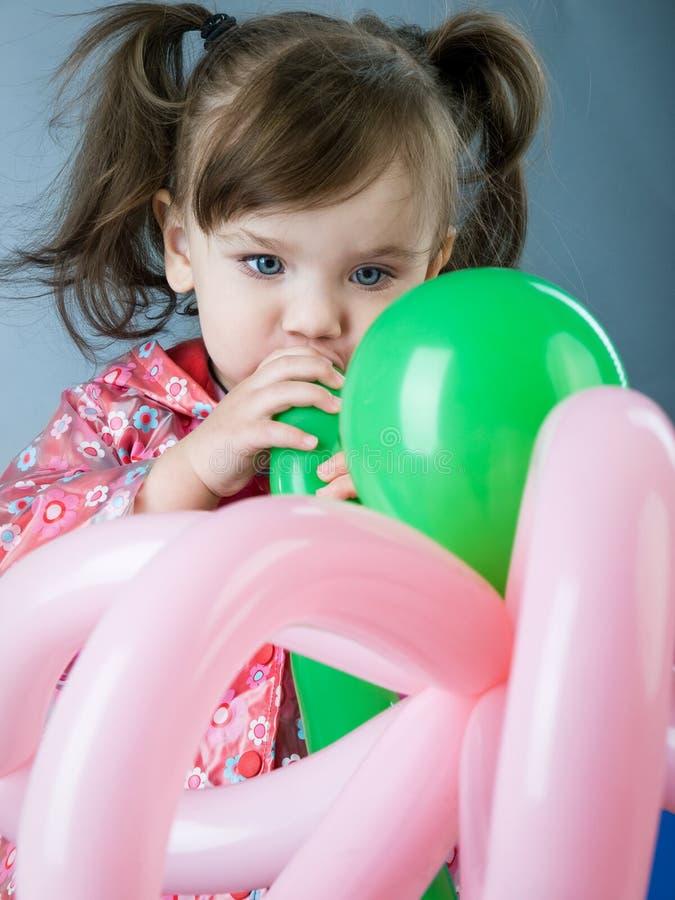 Enfant avec des baloons photos libres de droits