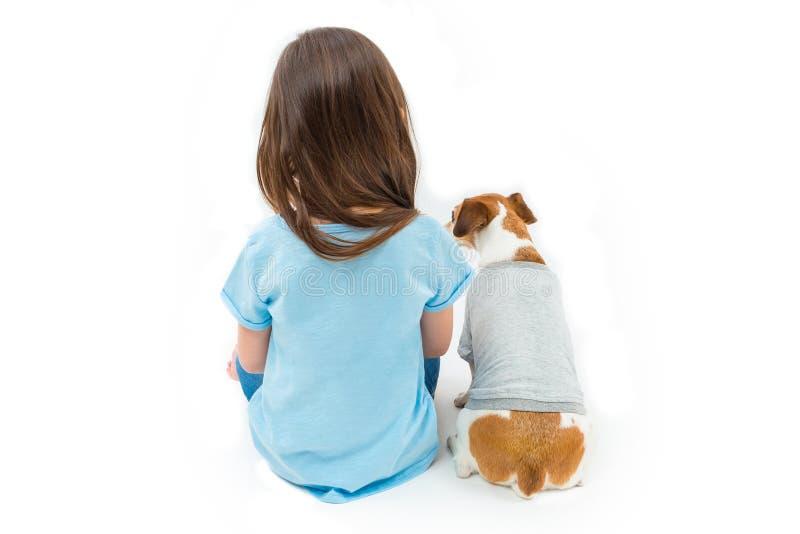 Enfant avec l'animal familier photo stock