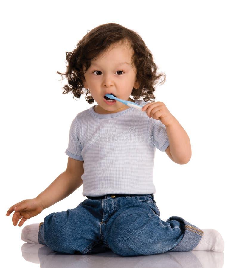 Enfant avec la brosse à dents images stock